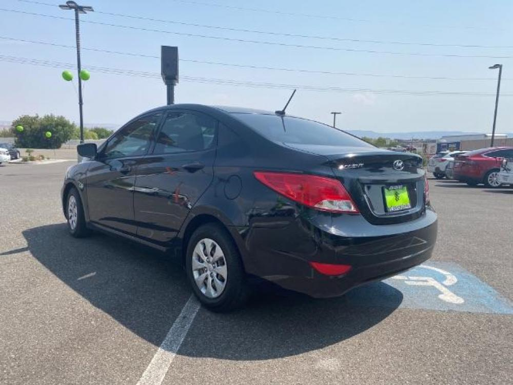 2016 Ultra Black /Gray, cloth Hyundai Accent SE 4-Door 6A (KMHCT4AE7GU) with an 1.6L L4 DOHC 16V engine, 6-Speed Automatic transmission, located at 1865 East Red Hills Pkwy, St. George, UT, 84770, (435) 628-0023, 37.120850, -113.543640 - Photo #4