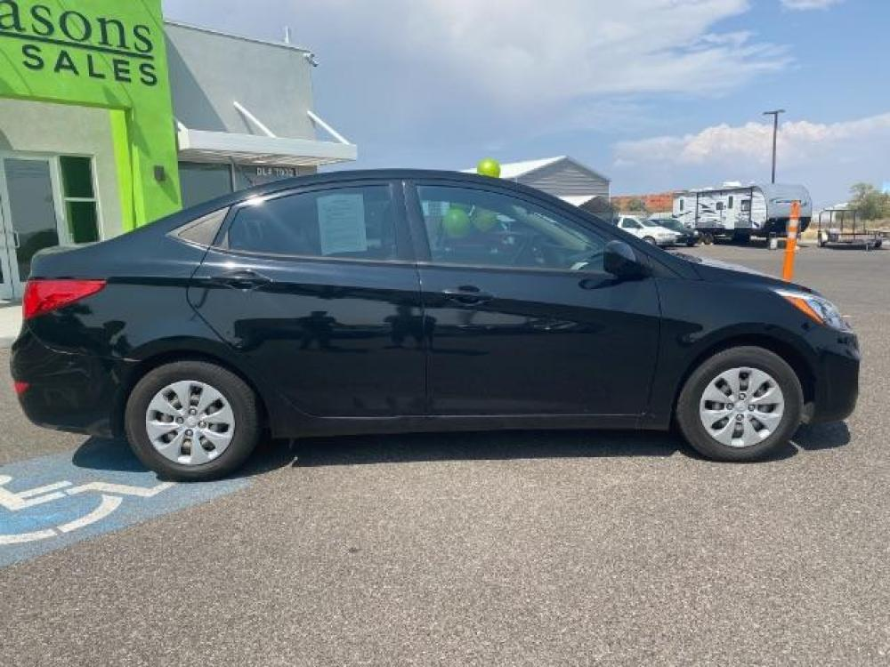 2016 Ultra Black /Gray, cloth Hyundai Accent SE 4-Door 6A (KMHCT4AE7GU) with an 1.6L L4 DOHC 16V engine, 6-Speed Automatic transmission, located at 1865 East Red Hills Pkwy, St. George, UT, 84770, (435) 628-0023, 37.120850, -113.543640 - Photo #7